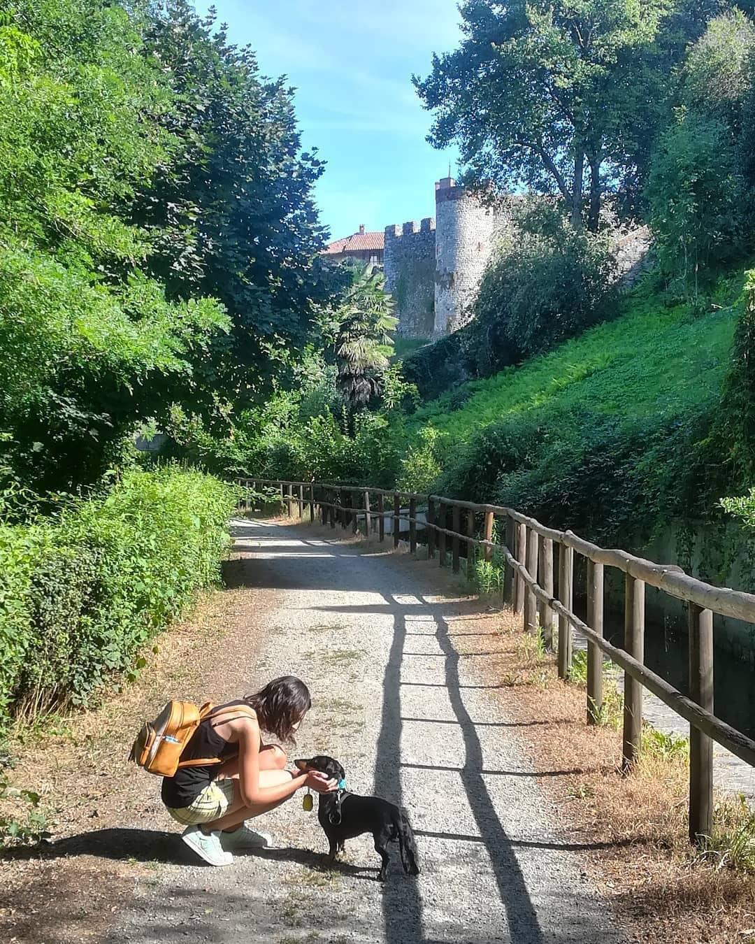 Candelo: Passeggiata degli Alpini in compagnia di un cane.
