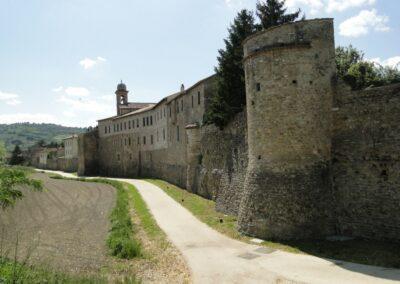 Mura che circondano il borgo di Bevagna